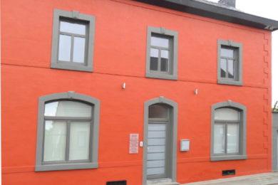 Rénovation réalisée avec des châssis en PVC gris quartz à JAMBES